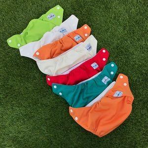 7 fuzzi bunz cloth diapers + reusable liners S